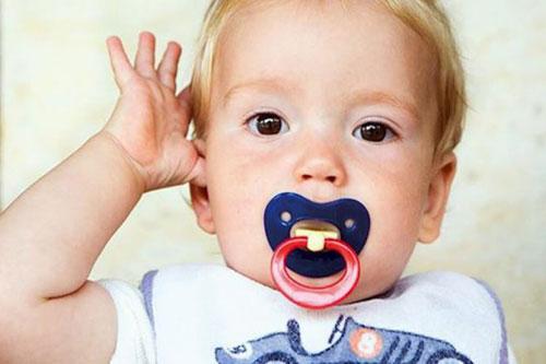 علائم گوش درد نوزادان، درمان چیست؟